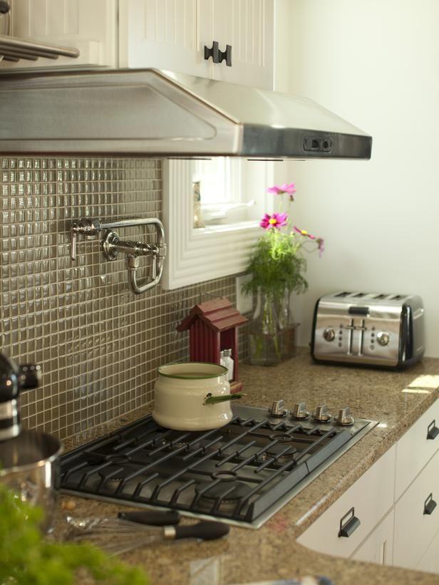 Snazzy range hood with cabinet above (like) Kickass Kitchens - dunstabzugshaube kleine küche
