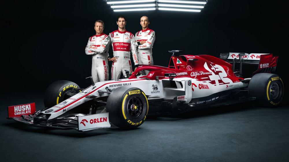 Raikkonen And Giovinazzi Unveil 2020 Alfa Romeo F1 Car At Testing Formula 1 Race Cars Formula 1 Alfa Romeo