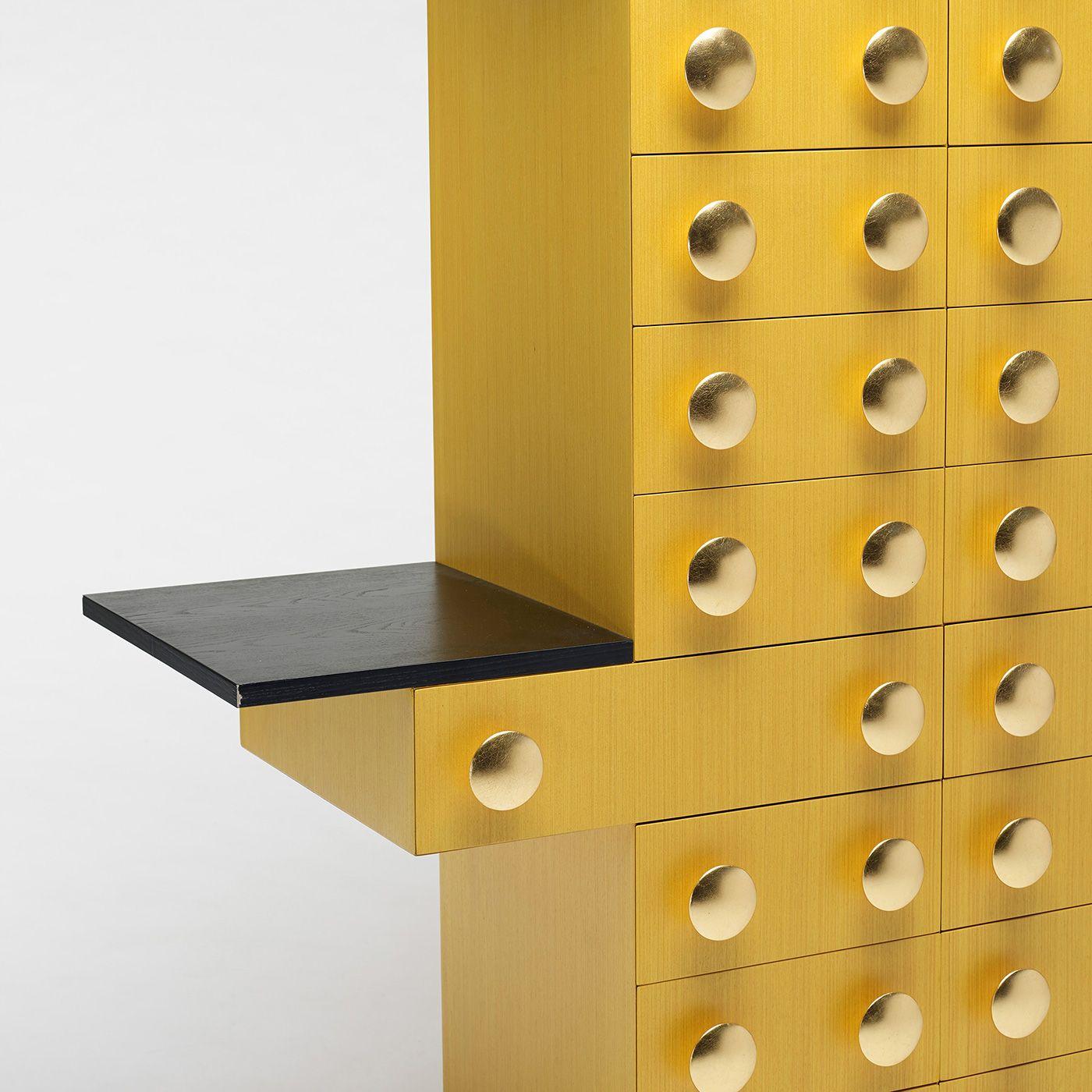 Ettore sottsass mobile giallo close interior design for Mobili italiani design