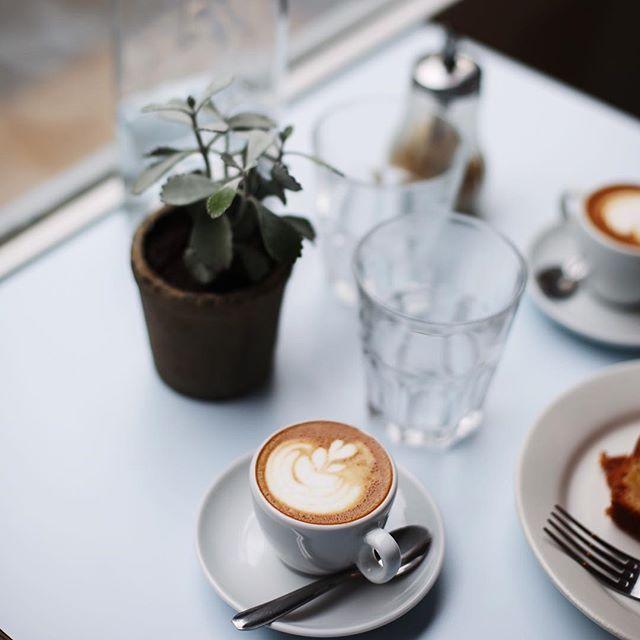 Bonne journée internationale du café ☕️☕️☕️ #internationalcoffeeday #coffeeday #firstcoffee #coffeeplease #coffeelovers #coffeeshop #coffeeart #coffeegram #latteart #coffee #passagercafe #75011 #bonneadresse #foodie #paris