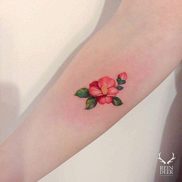 Camellia Tattoo By Zihwa Tattooer Tattoos Dainty Tattoos Floral Watercolor Tattoo