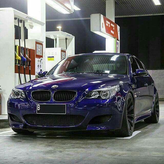M5 E60: BMW E60 M5 Blue