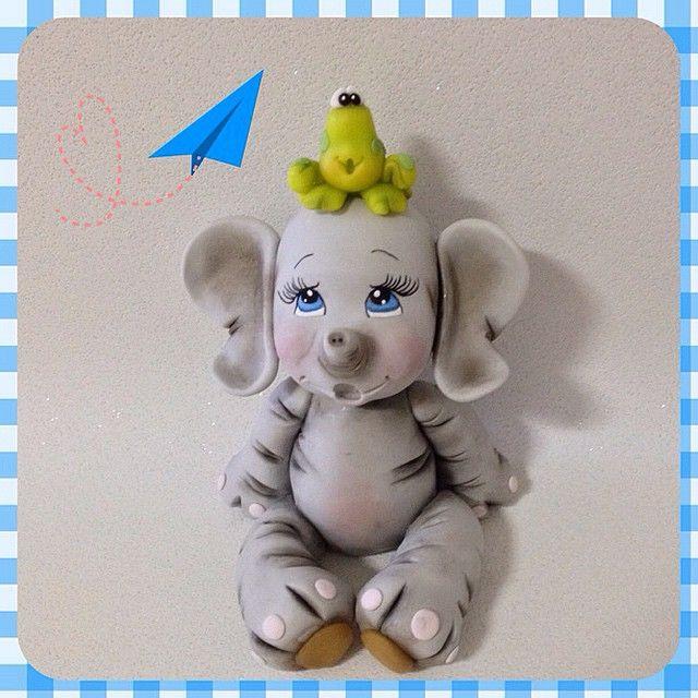 Safari: topode bolo elefantinho, enfeite para mesa e decoração de quartos de meninos e meninas.Peça modelada à mão por Le Biscuit Denise Marrach. Contatos: denisemarrach@hotmail.com 19-99763-9570 e 19-99602-8897