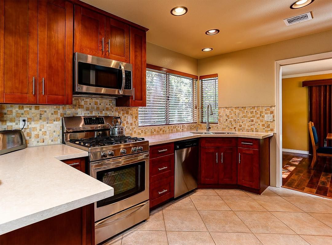 Valencia CA Kitchen With Our Cinnamon Shaker Cabinets (2). #kitchen #cabinet