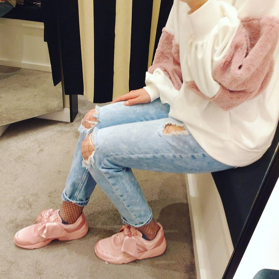 reputable site 90a7e 37cd2 How to style the Puma by Fenty bow sneaker on the foot ...