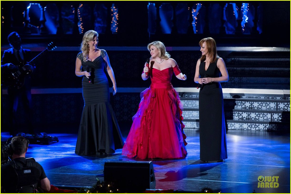 Kelly Clarkson\'s Cautionary Christmas Music Tale\' Airs December 11 ...