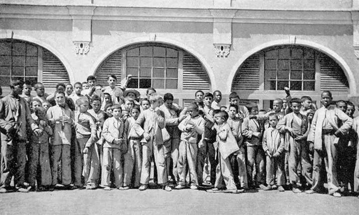 Estudiantes de la Escuela Industrial de San Juan, Puerto Rico (1899)