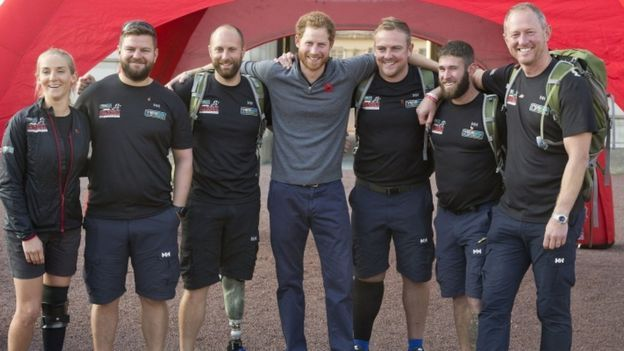 Prince Harry greets'walking wounded' | Prince harry, Prince harry ...