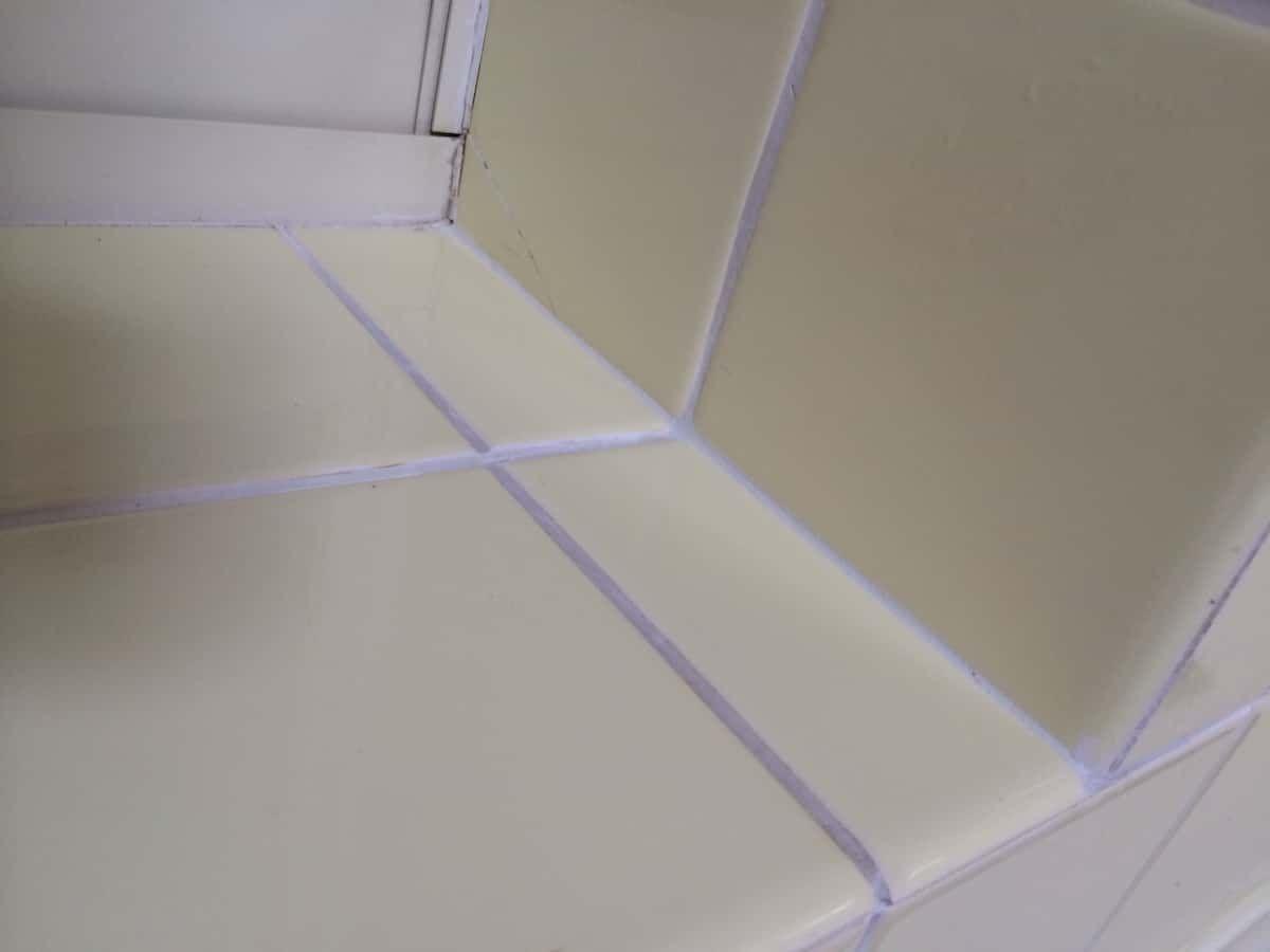 タイル目地の欠けや隙間を埋めて補修する方法 補修 キッチン リフォーム