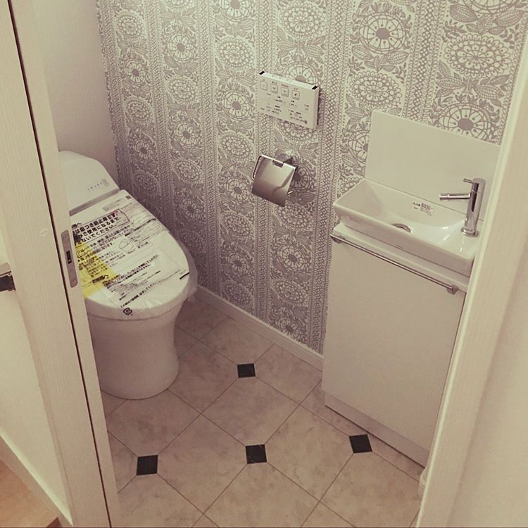 バス トイレ トイレの床 トイレ手洗い トイレの壁 サンゲツクロス などのインテリア実例 2018 05 20 21 09 04 Roomclip ルームクリップ トイレ 壁紙 トイレのデザイン サンゲツ