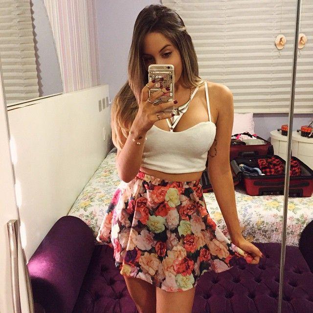 """3,327 curtidas, 78 comentários - Joana Paladini (@joanapaladini) no Instagram: """"Flores pra hoje E essas malas ali atrás, alguém dá um palpite pra onde vou?! """""""
