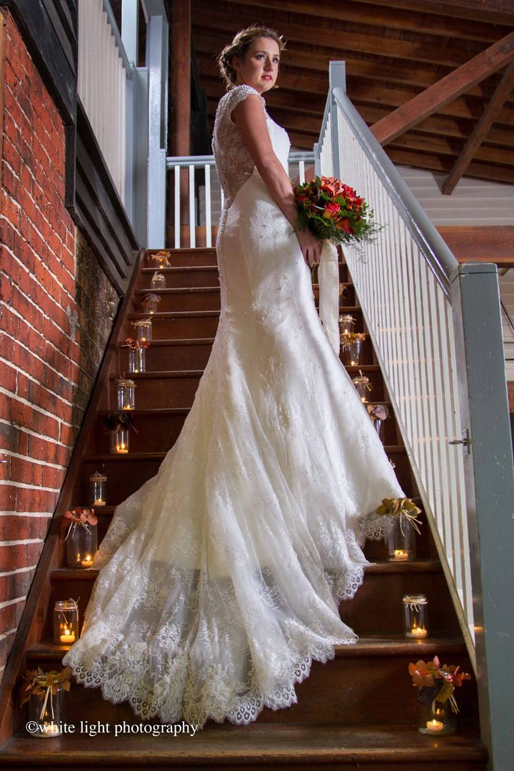 Candle in mason jar decorated the stairs on the way upstairs | Fall wedding