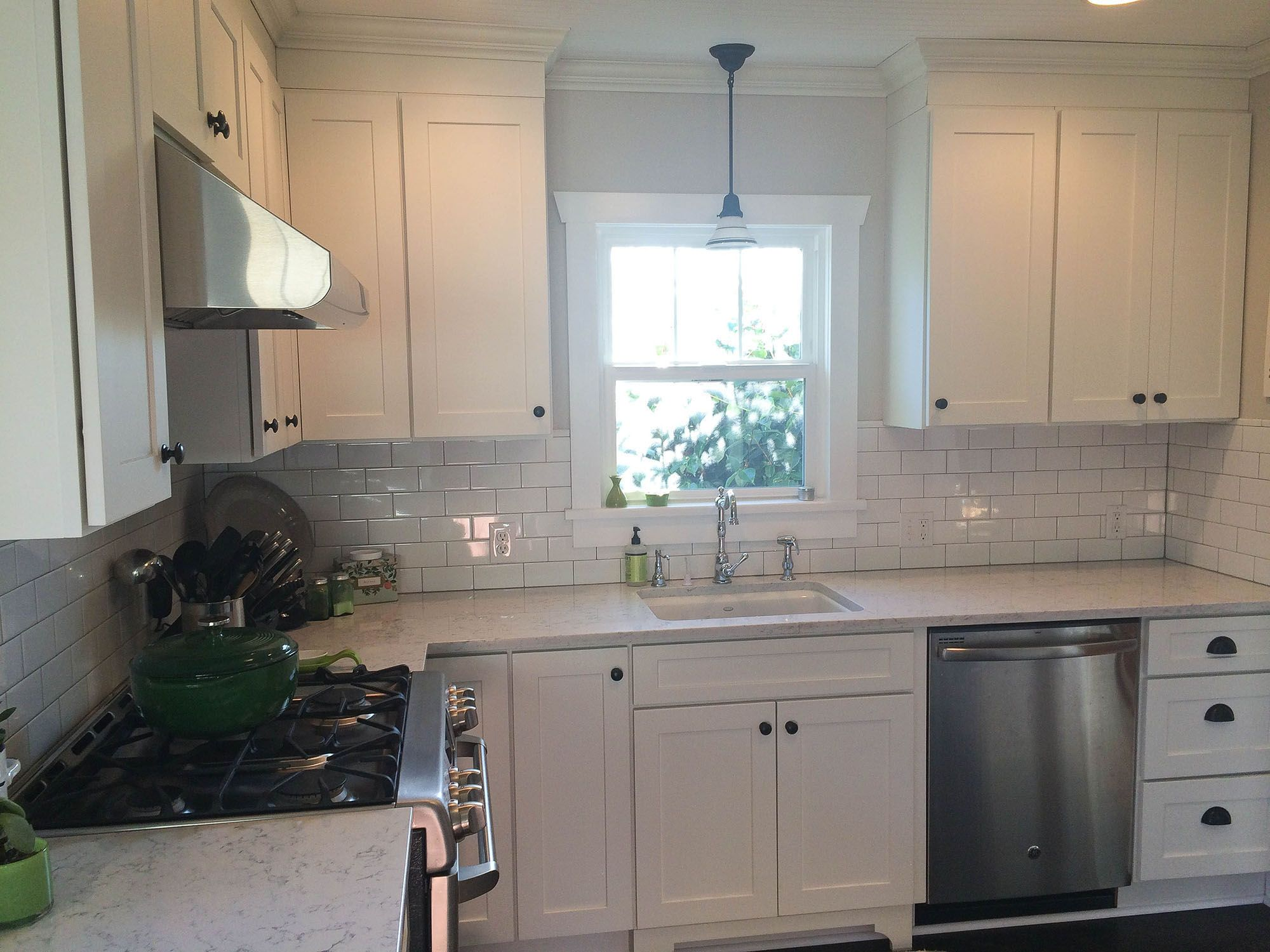 Seattle Remodeled Kitchen Has Beadboard Ceiling White Shaker Cabinets Angle Base Cabinet Traditi White Shaker Cabinets Cheap Interior Design Kitchen Remodel