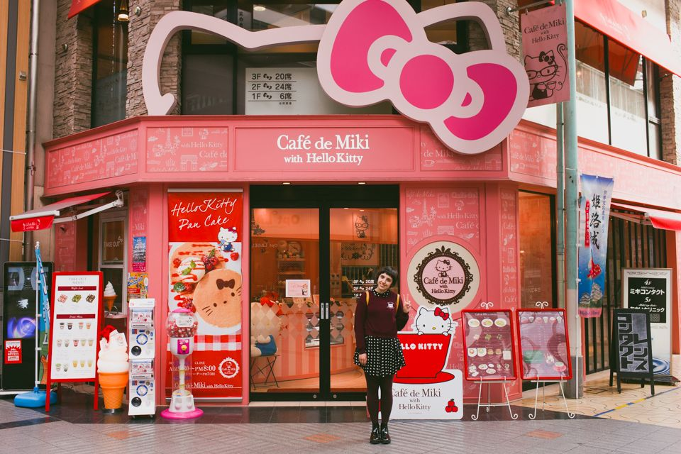 Japan 2 0 Hello Kitty Cafe And The Himeji Castle The Cat You And Us Kitty Cafe Dream Holiday Japan