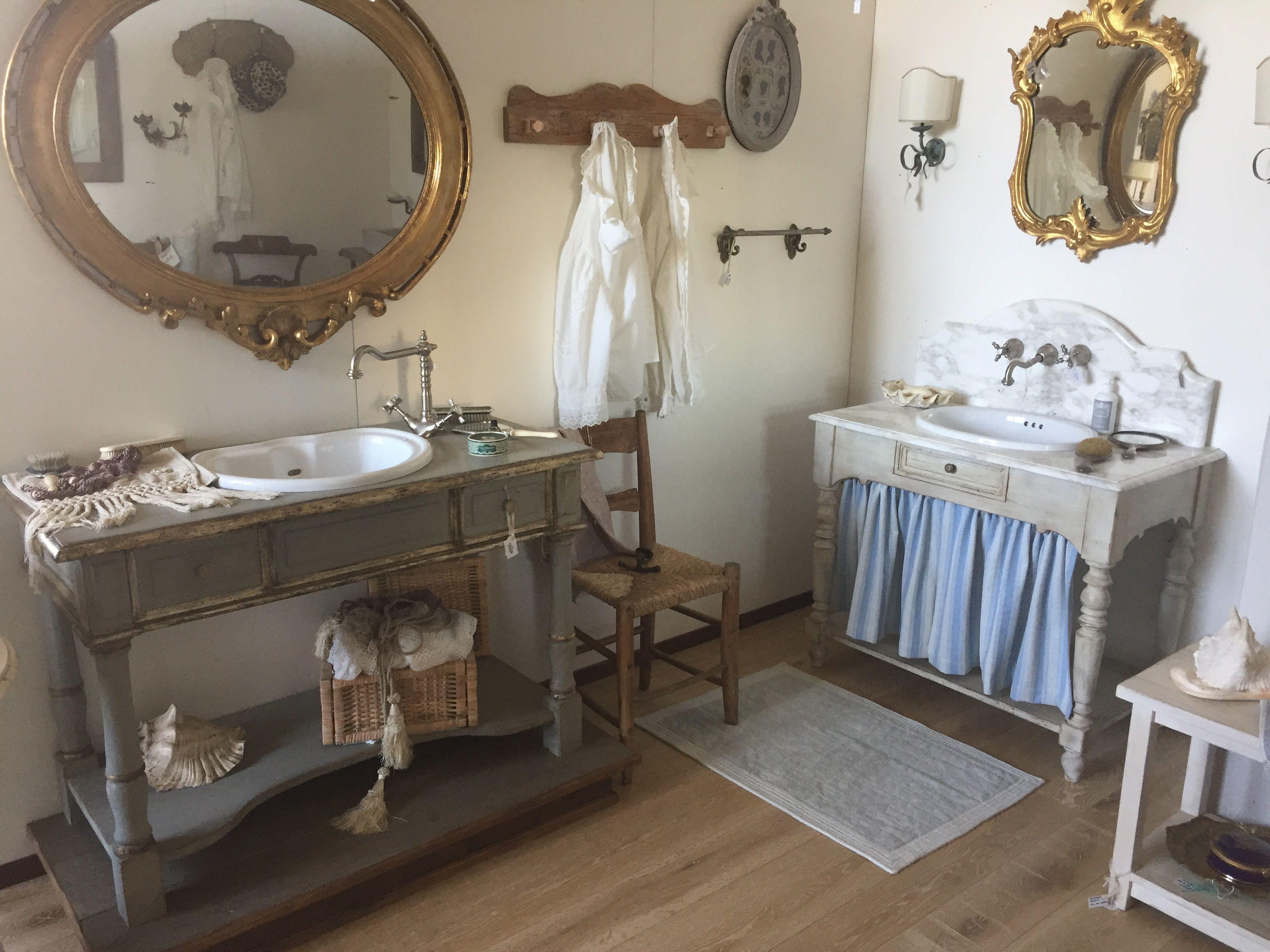 mobili da bagno a consolle con cornici meccate oppure
