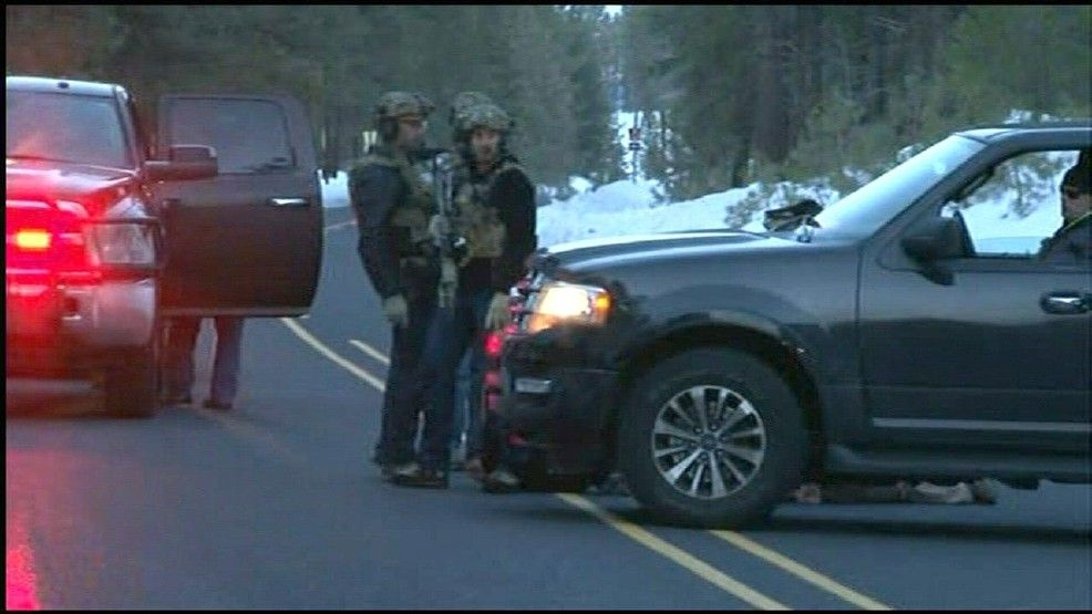 One person is dead and eight others, including Oregon occupation leader Ammon Bundy, were detained following a violent confrontation with the FBI and state police Tuesday night.It all began with a traffic stop while Bundy and some of his followers were en
