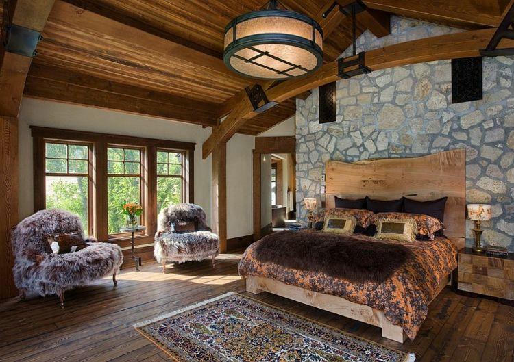 Steinwand Rustikales Schlafzimmer Viel Holz Deckenverkleidung Bodenbelag  Aus Holz Kopfbrett Nachttische Lampen Sessel Mit Kunstpelz