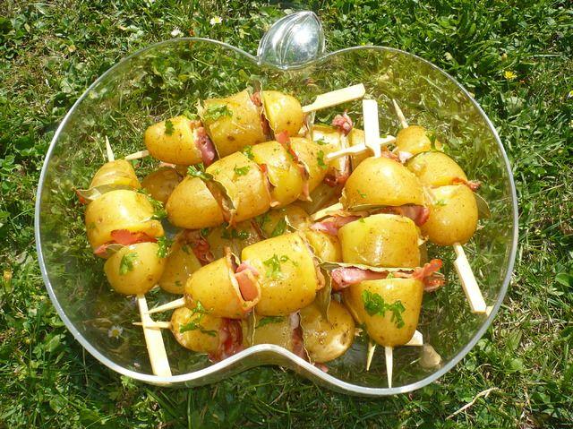 Blog de lejardindecoxinelle le jardin de coxinelle pommes de terre aux lardons et feuilles de - Feuille pomme de terre ...