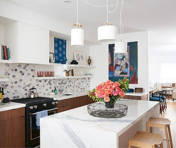 Moderne und gemütliche Küche- praktisch eingerichtet- offene Regale ...