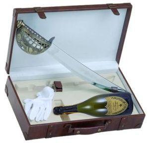 Cassetta Pelle Con Sciabola Guanti e Bt. Dom Pérignon: Cassetta Pelle Con Sciabola Guanti e Bt. Dom Pérignon Champagne Vintage 2002