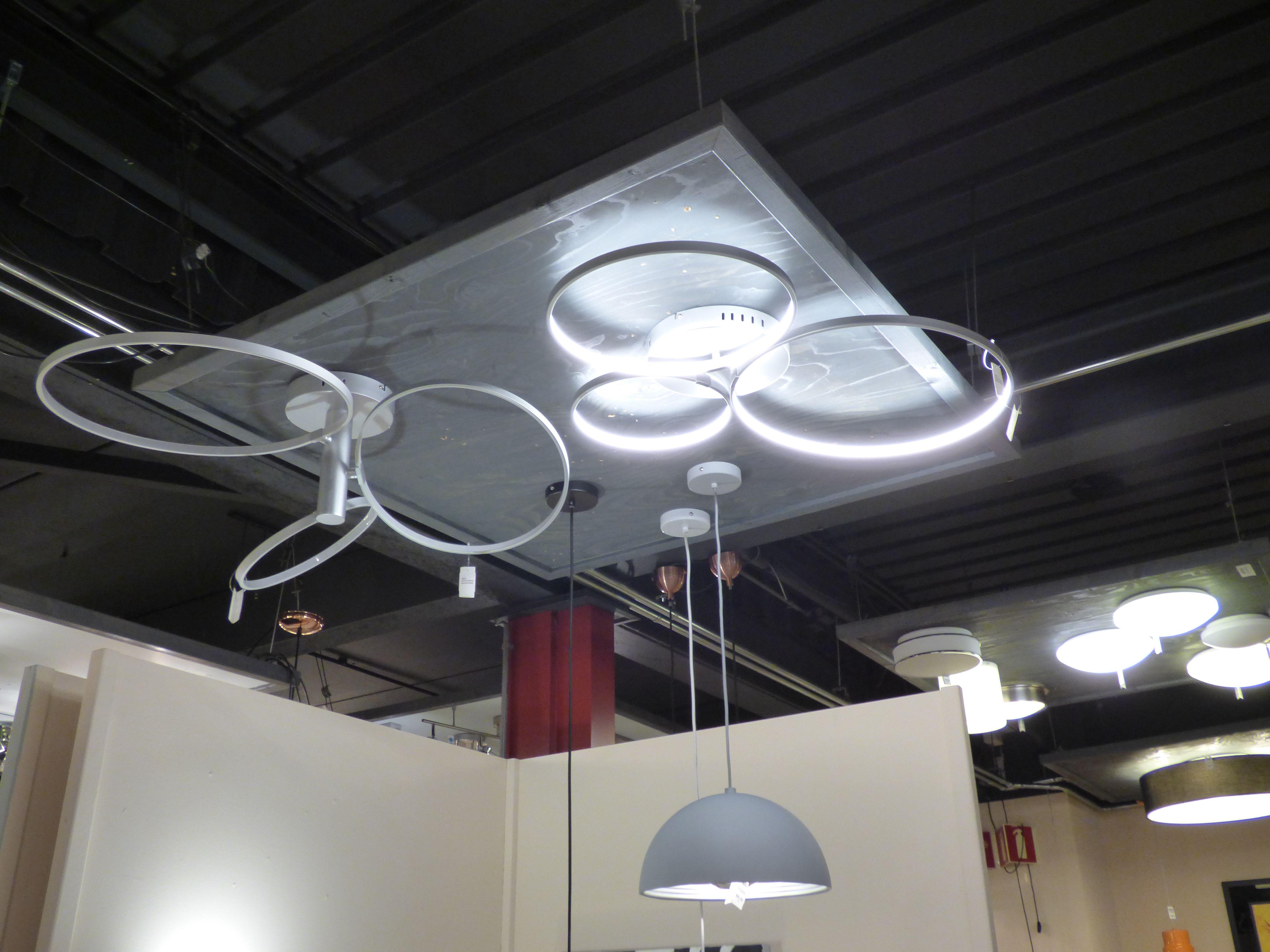 Iluminaci n showroom tienda interior l mparas - Focos iluminacion interior ...