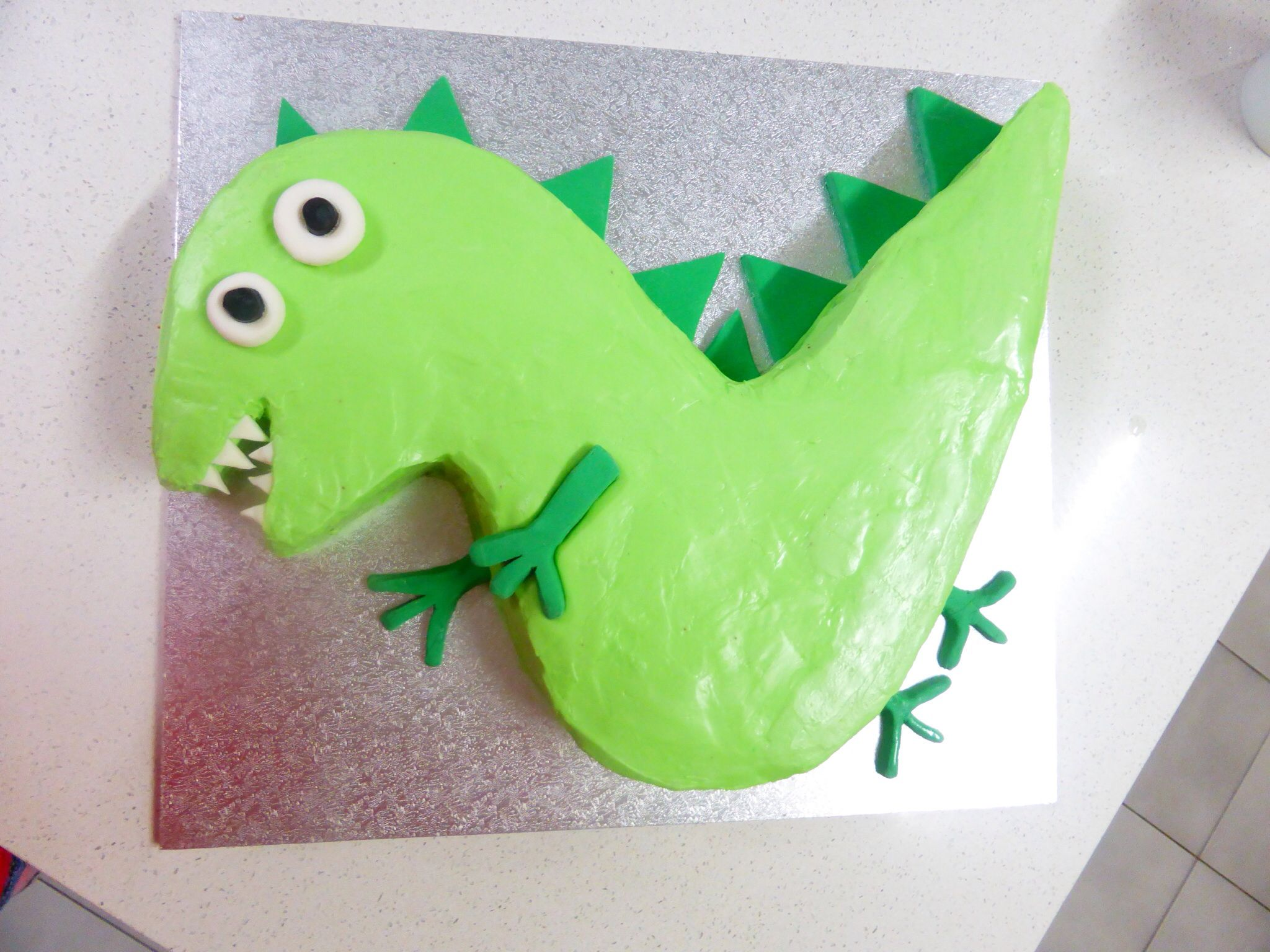 Peppa pig Georges dinosaur cake Perfect for boys or girls party