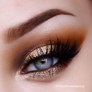 Gold metallic eye makeup