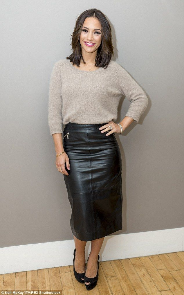 Frankie Bridge nails winter chic in leather skirt and cosy jumper ...