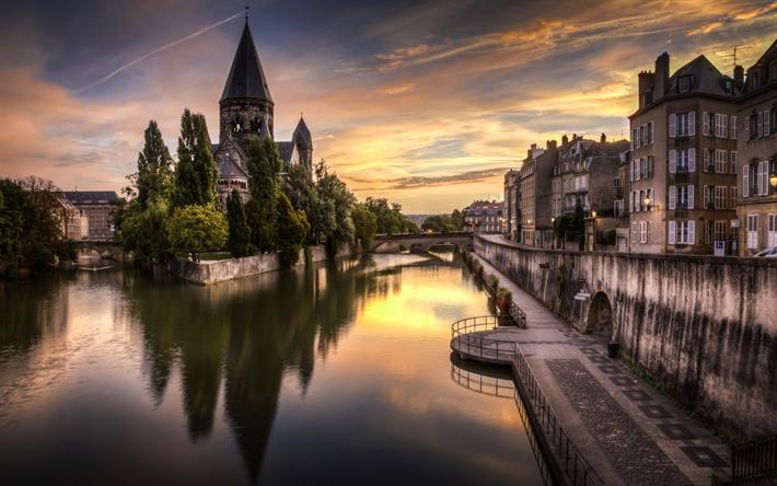 Lataa kuva Metz, Mosel-Joki, Temple Neuf, kirkko, illalla, vanhoja rakennuksia, Ranska