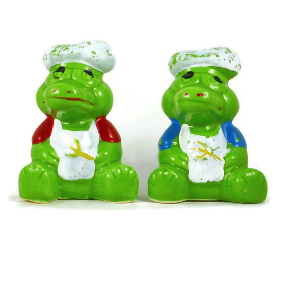 Pre Owned Decorative Collectible Porcelain Novelty Salt And Pepper Shaker  Set. A Pair Of Alligator Chefs Or Crocodile Cooks With Hats And Utensils.