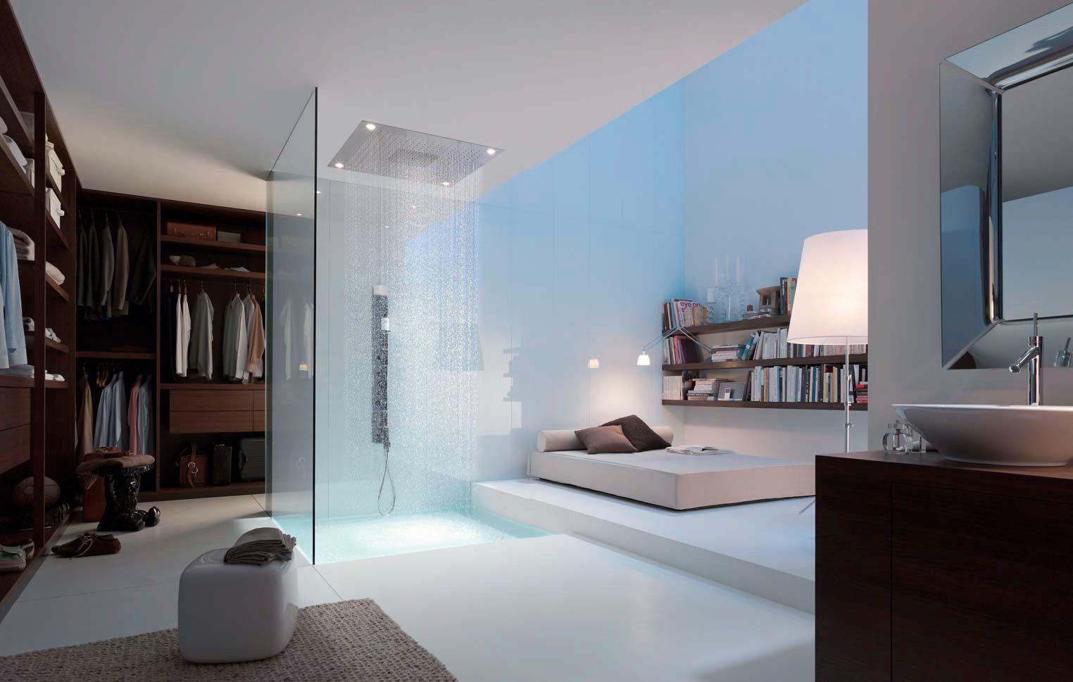chambre ouverte sur le douche et le dressing