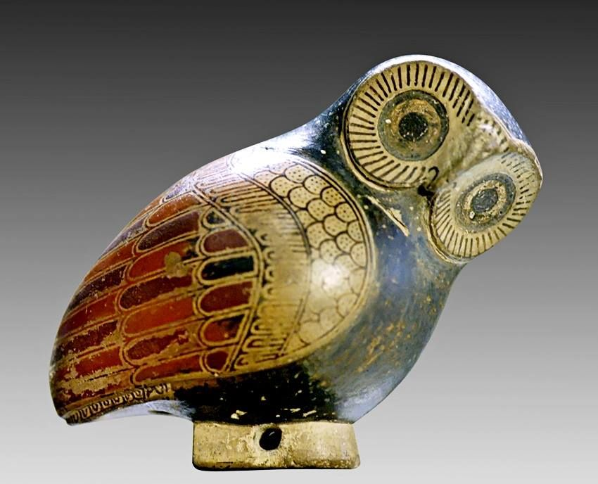 Protocorinthian aryballos in the shape of an owl. Artist unknown; ca. 640 BCE. Now in the Louvre.