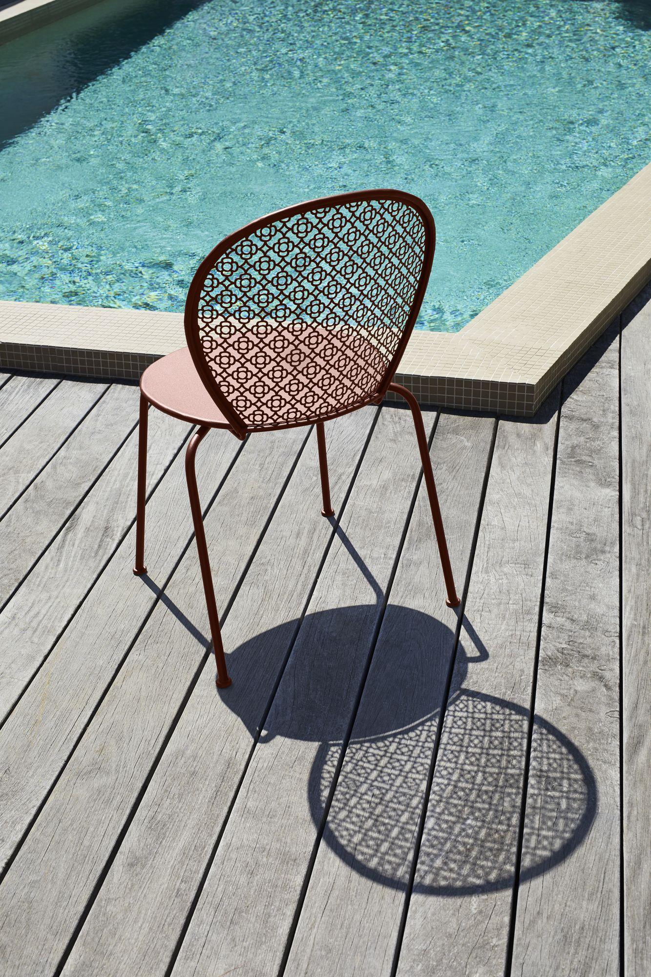 Egayez Votre Jardin Avec Des Meubles De Jardin Colores Et Tendances Garden Chairs Metal Garden Chairs Design Classic Chair Design
