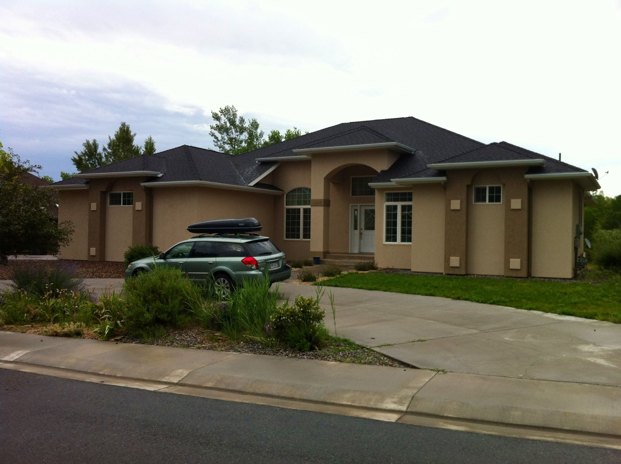 Tags circular driveway dimensions driveway pinterest for Circular driveway landscaping pictures