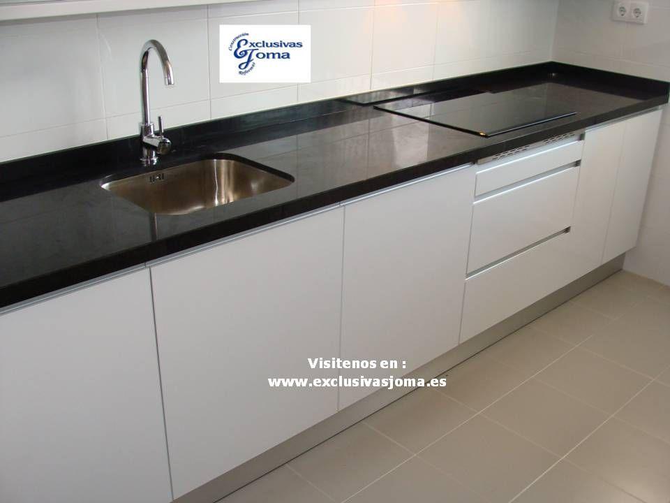 Muebles de cocina para la urbanizaci n del nuevo tres for Granito marron cristal