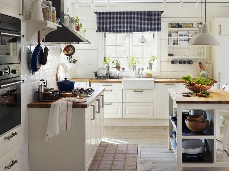 arredamento-cucina-mobili-ikea-stile-tradizionale-tende-colore-blu ...