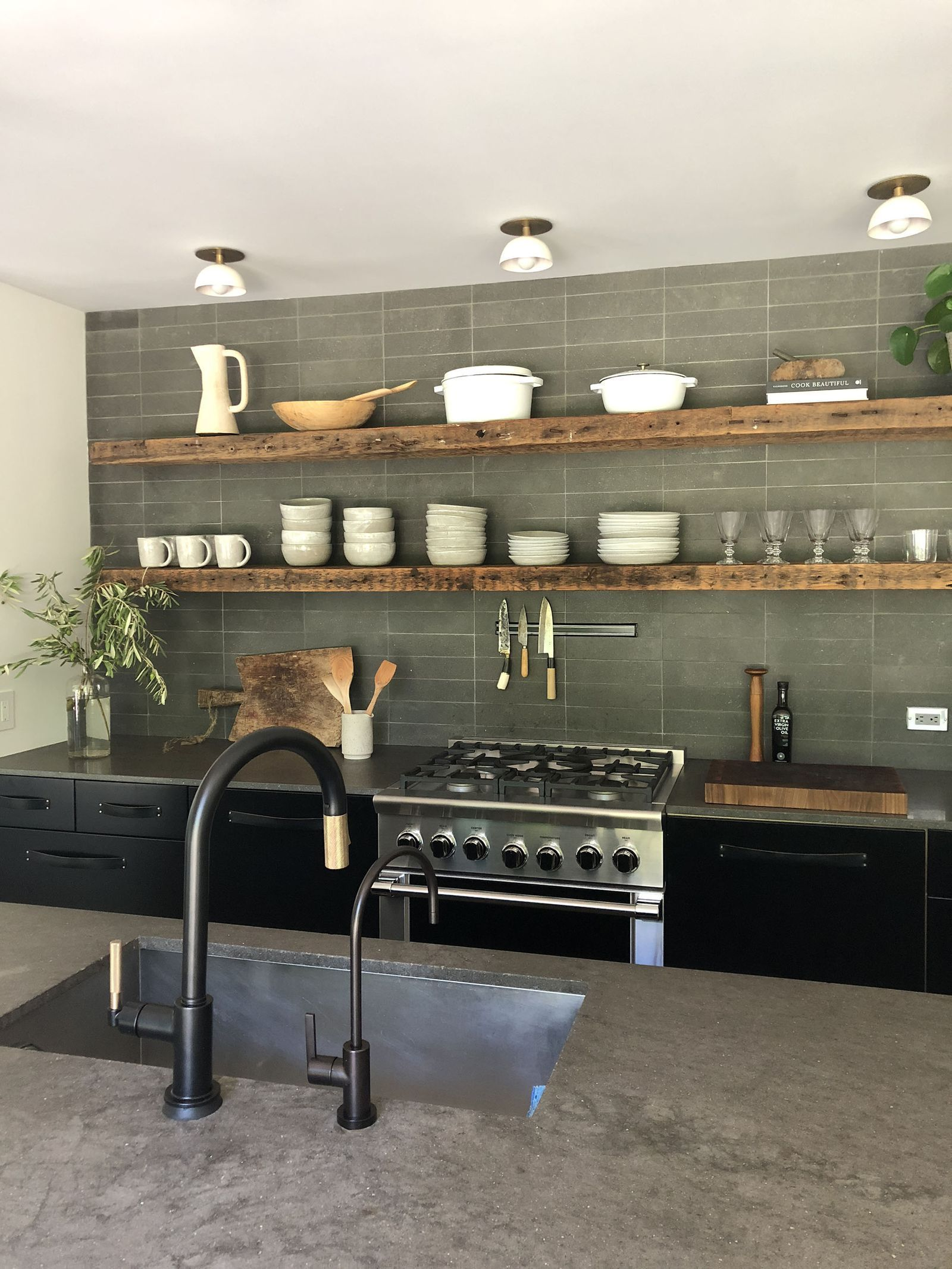 Streamlined kitchen in hues of earth tones