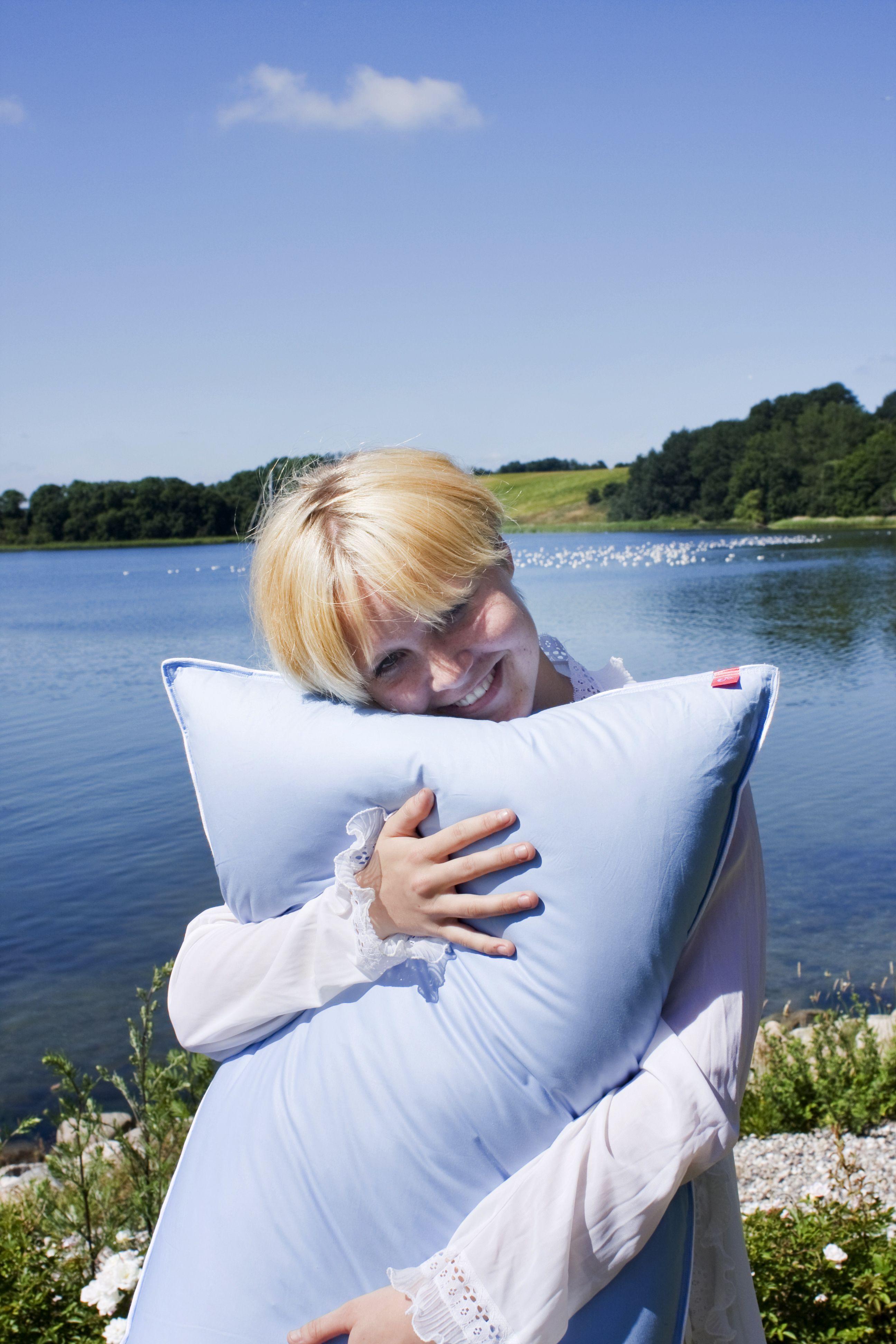 Dormire Con Due Cuscini.Il Cuscino Alto Particolarmente Indicato Per Chi Dorme Con 2