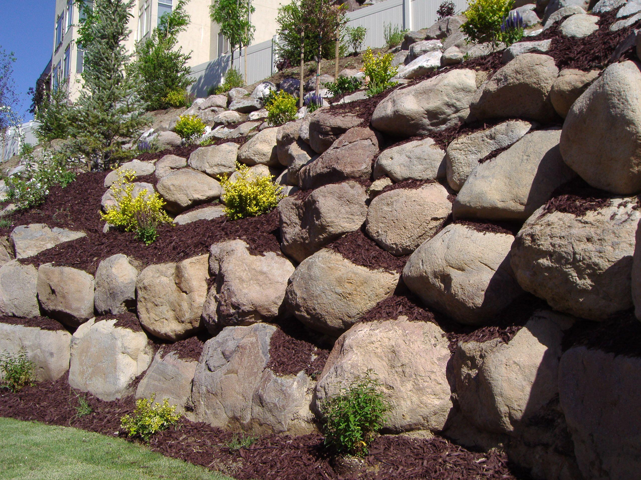 Boulder Retaining Wall Ideas | Natural Boulder Retaining Wall ...