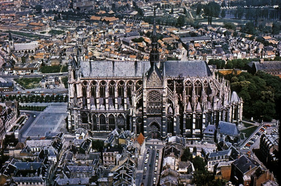 amiens cathedral aerial view great gothic cathedrals in france pinterest cathedrals. Black Bedroom Furniture Sets. Home Design Ideas