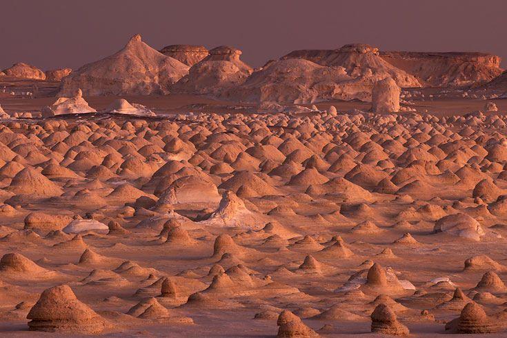 """""""Terra Natural Wonders"""": Deserto Bianco dell'Egitto: Vento e sabbia come costruttore"""