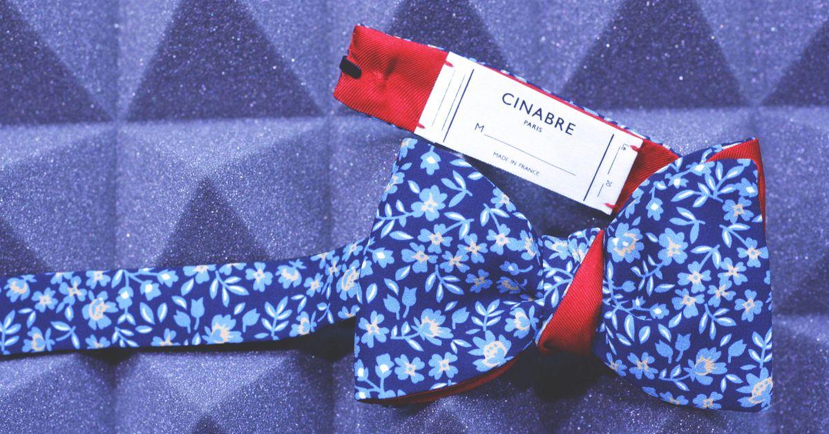 1029c88fbb0b Cinabre - Noeud Papillon fleuri bleu #cinabre #paris #noeudpapillon #bowtie  #fleuri