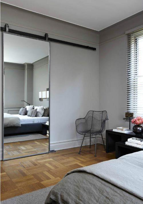 Grijze slaapkamer met schuifdeur | Interieur inrichting | Schijfdeur ...