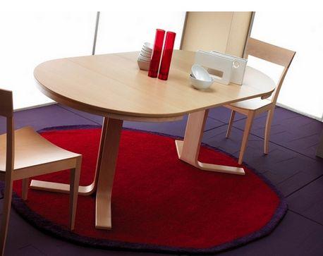 Juego de comedor de madera de haya dise o moderno for Mesa comedor redonda extensible madera