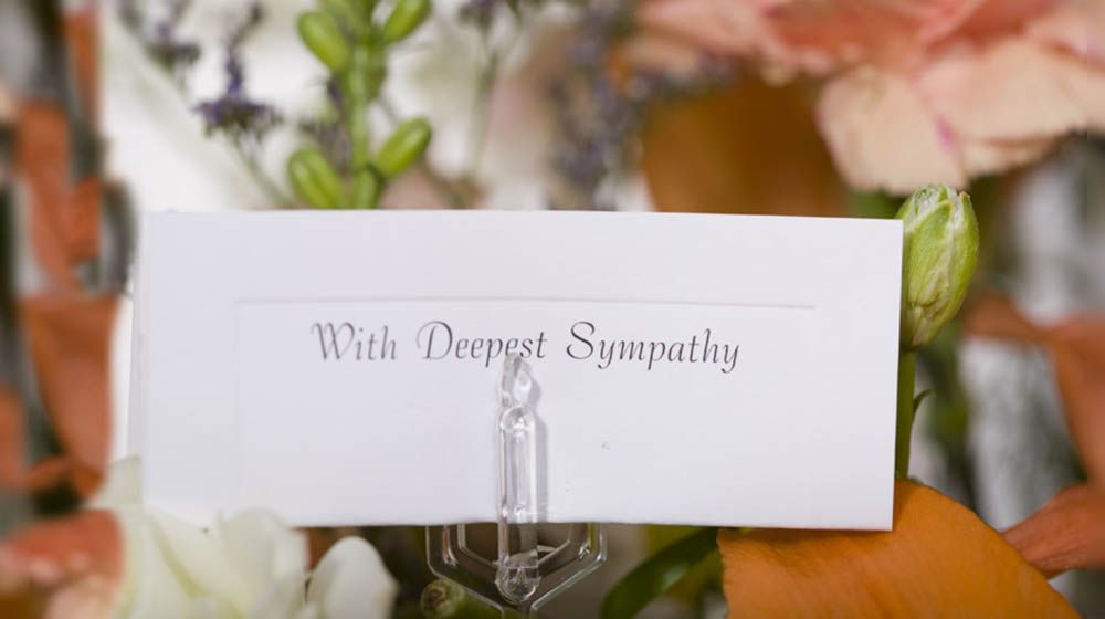 Funeral Flower Messages What To Say By Including A Thoughtful Message Or Card With The Flowers You Can Funeral Flower Messages Funeral Flowers Flower Cards