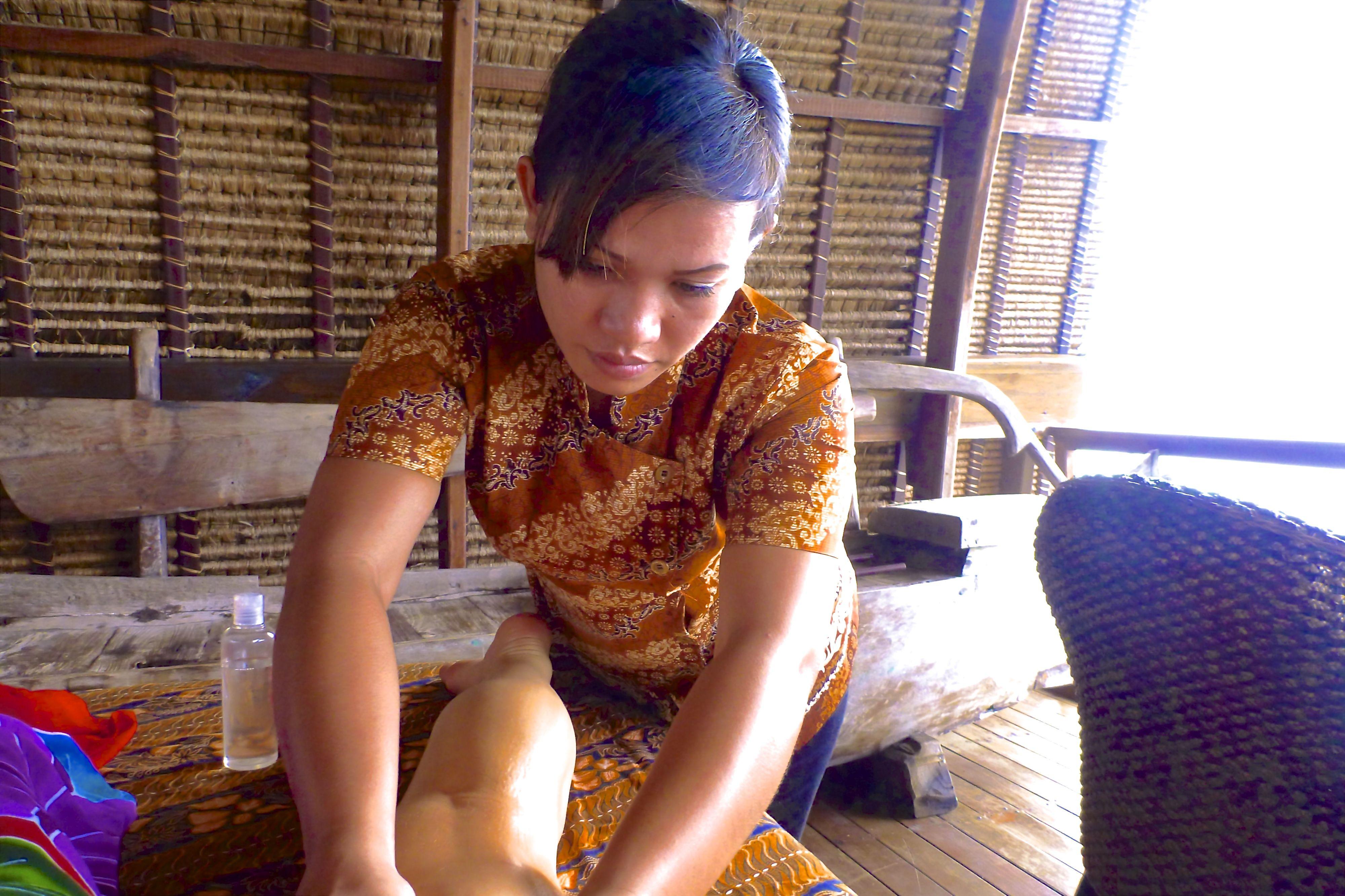 www.villabuddha.com Bali Te Huur € 1495,- per week , Uw prive villa aan het strand met personeel. moniquekruyssen@zonnet.nl