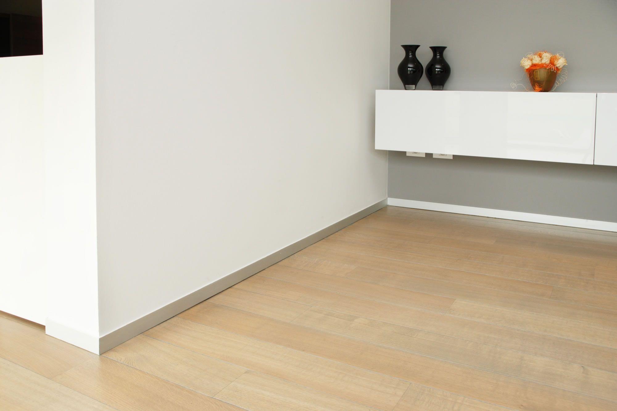 plinthes alu parket line plinthes pinterest plinthes. Black Bedroom Furniture Sets. Home Design Ideas