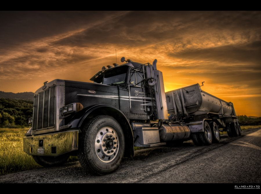 """a trailerful of sunset"" by Lorenzo Montezemolo (@elmofoto) #500px #photo #togs #peterbilt"
