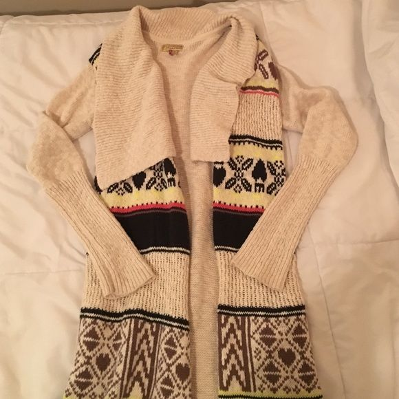 Long Cardigan with fringe bottom Super comfy sweater, and it has pockets! Worn twice. Vera Wang Sweaters Cardigans