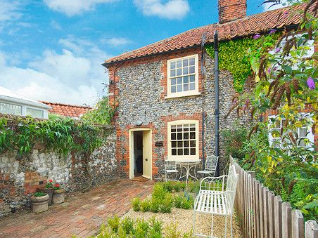 Beekeepers Cottage In Wells Next The Sea Norfolk Cottage Holiday Home Holiday Cottage